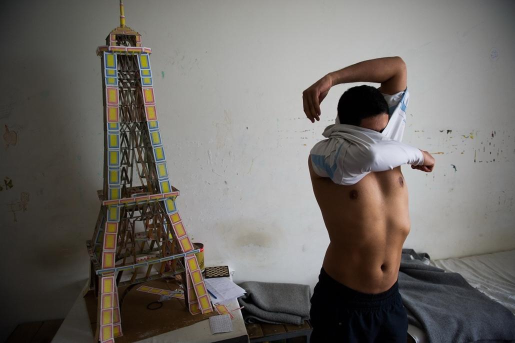 Társadalomábrázolás, dokumentarista fotográfia (egyedi) - I. hely: Megragadt álmok - SF12