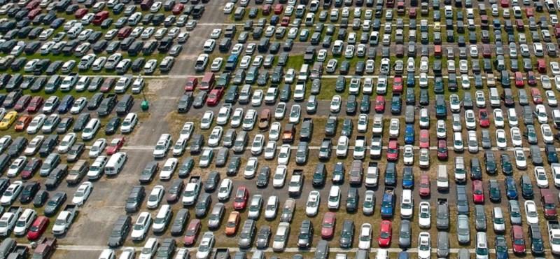 Sokkoló képek: gigantikus autótemetőkben a hurrikán négykerekű áldozatai