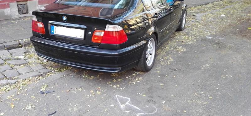 Na, ez az igazi trollkodás: nem elég, hogy összetört a BMW, még meg is büntették – szabálytalan parkolásért