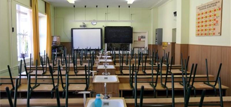 Újabb iskolákat kellett bezárni Franciaországban a vírus miatt