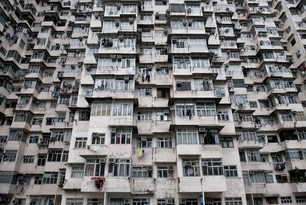 afp.14.07.07. - Hongkong, Kína: lakóház Quarry Bay területén, ahol a lakásárak 2009 óta megduplázódtak. - 7képei