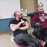 A gondolataival irányítja robotkarját egy amerikai férfi - videó