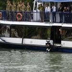 A Dunán búcsúztak el a Hableány-tragédia áldozataitól - képgaléria