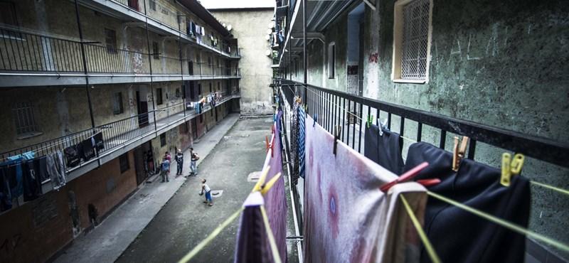 Csapatnyi drogdílert fogtak el a Hős utcában