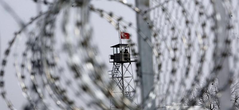 Elkezdték építeni a kerítést Magyarország déli határára