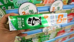 Rasszista tradíciót idéz a Colgate fogkrémjének csomagolása, felülvizsgálják