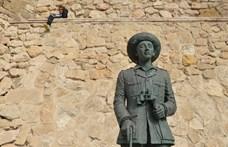Ledöntötték a spanyol fasiszta diktátor utolsó szobrát