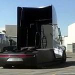 Fényes nappal követték a Tesla villanykamionját, van rajta egy-két érdekesség – videó