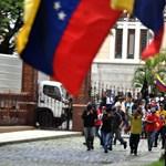 Kormánypártiak ellenzéki képviselőket vertek véresre Venezuelában