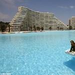 A világ legnagyobb úszómedencéje!