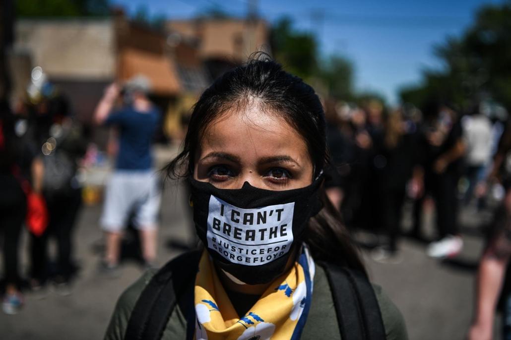 Nagyítás - afp.20.05.30. George Floyd tüntetés, nő maszk, I can't breath