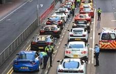 Negyvenöt szupersportkocsi vonult fel egy illegális autós találkozón