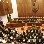 Választások előtt négy nappal szavazta meg a 13. havi nyugdíjat a szlovák parlament