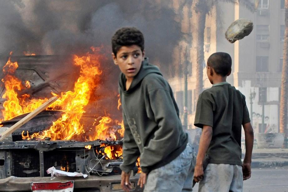 Arab ősz: égnek az amerikai zászlók - Nagyítás-fotógaléria