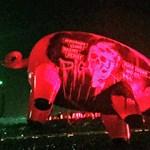 Roger Waters náciként és Ku-Klux-Klanosként ábrázolta Trumpot koncertjén