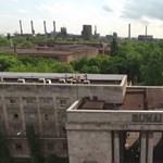 Ottmaradt a vörös csillag a Dunai Vasmű tetején – videó