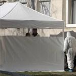 Fehér overálosok vertek sátrat Pesten a két holttest miatt – fotók