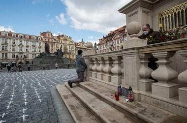 Menesztik a cseh külügyminisztert, aki sem vakcinából, sem atomerőműből nem akart oroszt