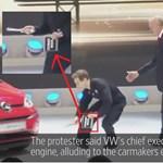 Környezetvédő zavarta meg a Volkswagen sajtótájékoztatóját Genfben – videó