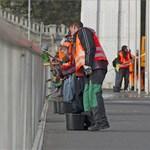 Lesuvickolják az Erzsébet hidat - fotók