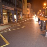 Kihúztak pár kukát az utca közepére, most vádat akarnak emelni ellenük