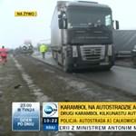 Gigabalesetek egy lengyel autópályán: 76 jármű ütközött össze – videó