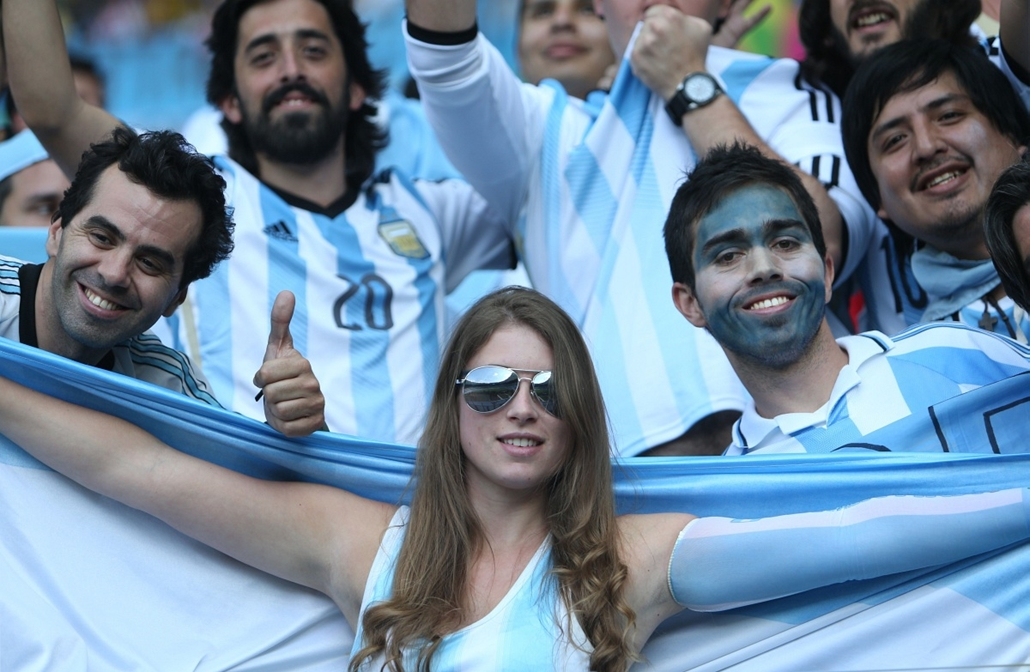 afp. vb-lányok, foci-vb 2014, szurkolók - Belo Horizonte, Brazília, 2014.06.21.