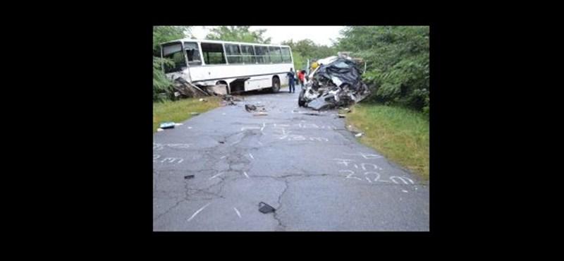 Vádat emeltek a ludastói szűk kanyarnál karambolozó iskolabusz vezetője ellen