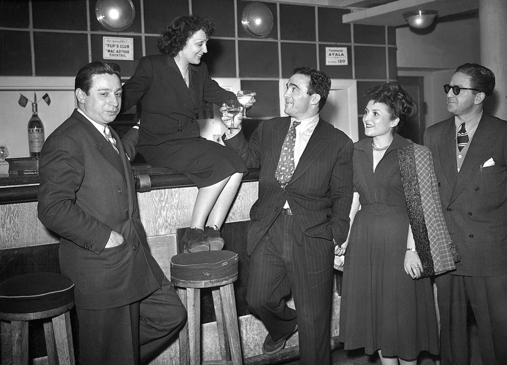1948. március 7. - Marcel Cerdan boxoló társaságában a ''Club des Cinq'' (Famous Five) klubban - Edith Piaf