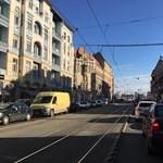 Kihalt Deák tér, beállt főutak – rémképek a reggeli budapesti dugóból