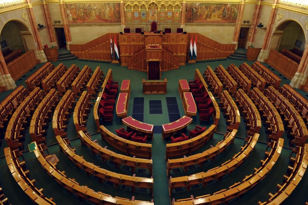 tg.14.04.15. - elkészült az ülésterem