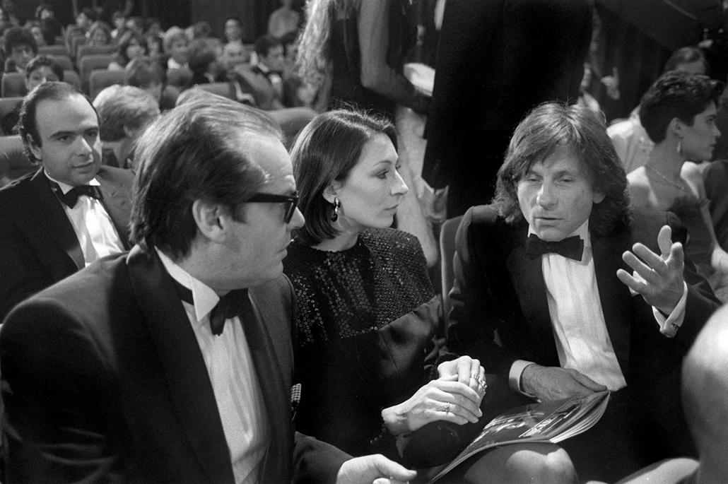 afp.1984.03.03. - Párizs, Franciaország: Jack Nicholson Roman Polanski és Anjelica Huston társaságában 1984-ben.