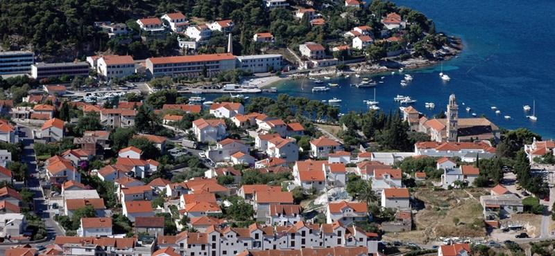 Magyarokat is érint a horvátországi ingatlanadó
