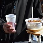 Rászorulóknak osztottak ételt, bírságot kaptak az önkormányzattól