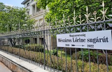 Mészáros Lőrinc sugárút: gúnyos utcanévtábla jelent meg az Andrássy úton