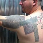 15 ezer webcímet tetováltatott magára, de százezret akar [videóval]