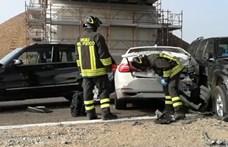 Videó: több mint 100 autó karambolozott egy olasz autópályán