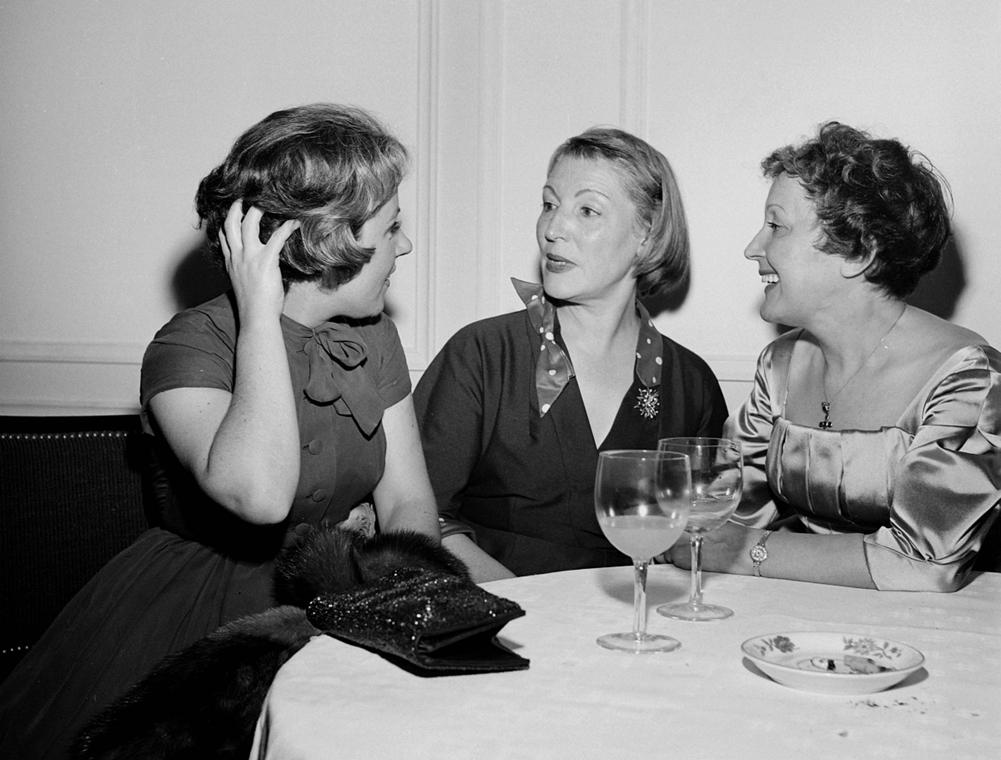 1957. - Párizs, Franciaország: Odette Laure és Marguerite Monnot Edith Piaf társaságában - Edith Piaf