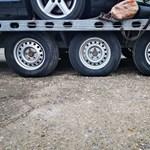 Több mint 4 tonnányi túlsúllyal kaptak el egy furgont az M0-son