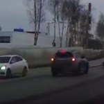 Egyetlen dologra kellett volna figyelnie a sofőrnek, mégis balesetet okozott – videó