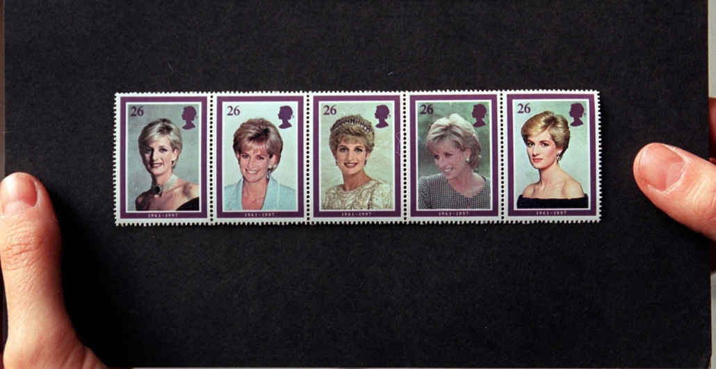afp.98.02.03. - London, Egyesült Királyság: Diana hercegnő emlékére kibocsátott bélyegek London egyik postáján