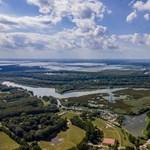 Szemetet hoz az áradó Tisza