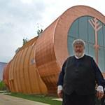Szőcs Géza fellélegezhet, ismét nyitva a sámándob-pavilon Milánóban