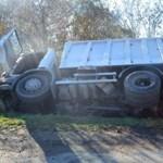 Keresik az autóst, aki ezt a balesetet okozta – fotók