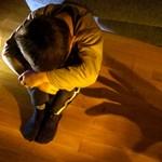 Felfüggesztett börtönt kértek egy fiát pofon ütő apára