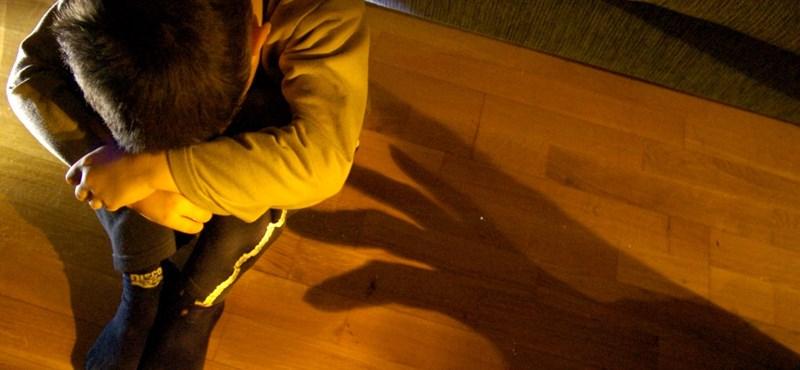 Tizenéves fiúk bántalmazhattak szexuálisan egy gyereket Kerecsenden