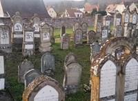Több mint száz zsidó sírra festettek horogkeresztet Franciaországban