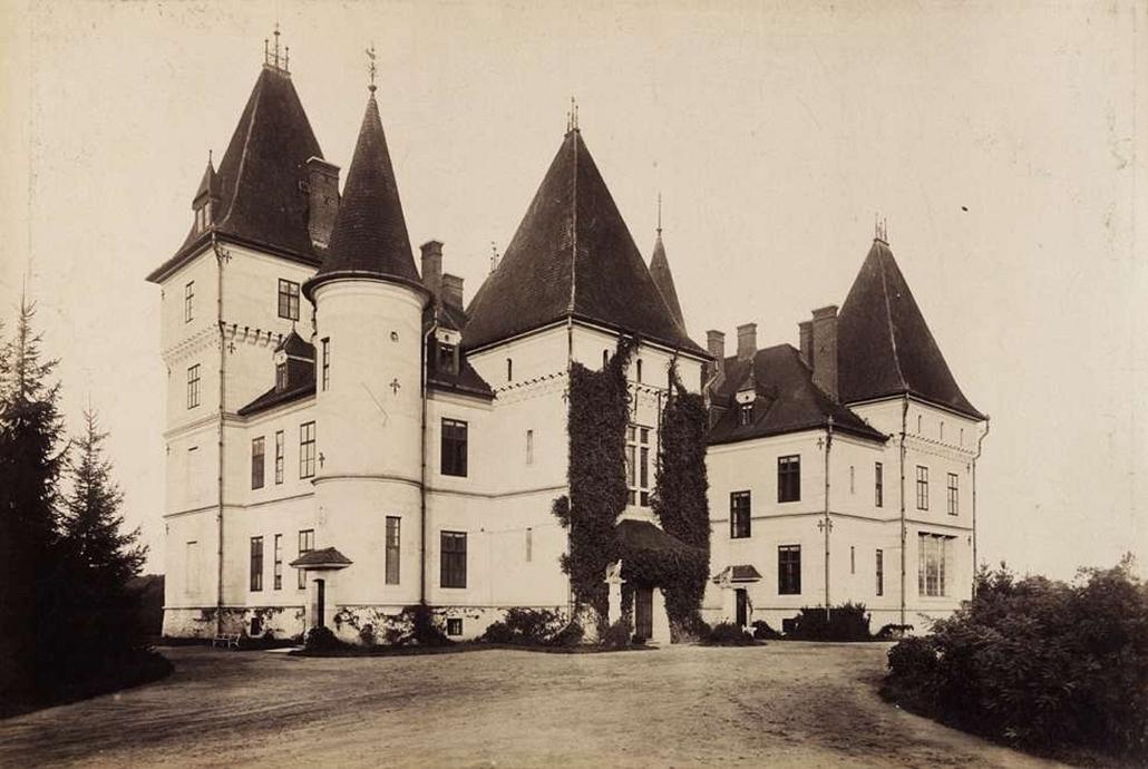 fortep_! - Klösz György kastély nagyítás - Andrássy Gyula gróf miniszterelnök tiszadobi kastélyának hátsó nézete. A felvétel 1895-1899 között készült.