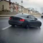 Nem éppen követendő, de látványos feldriftelni az autópályára – videó