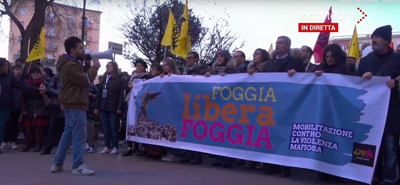 Tízezrek tüntettek a maffia ellen Dél-Olaszországban